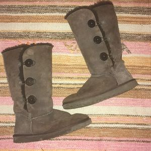 UGG Bailey Button Triplet Chocolate Size 8